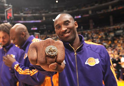 2000 Lakers championship ring goes