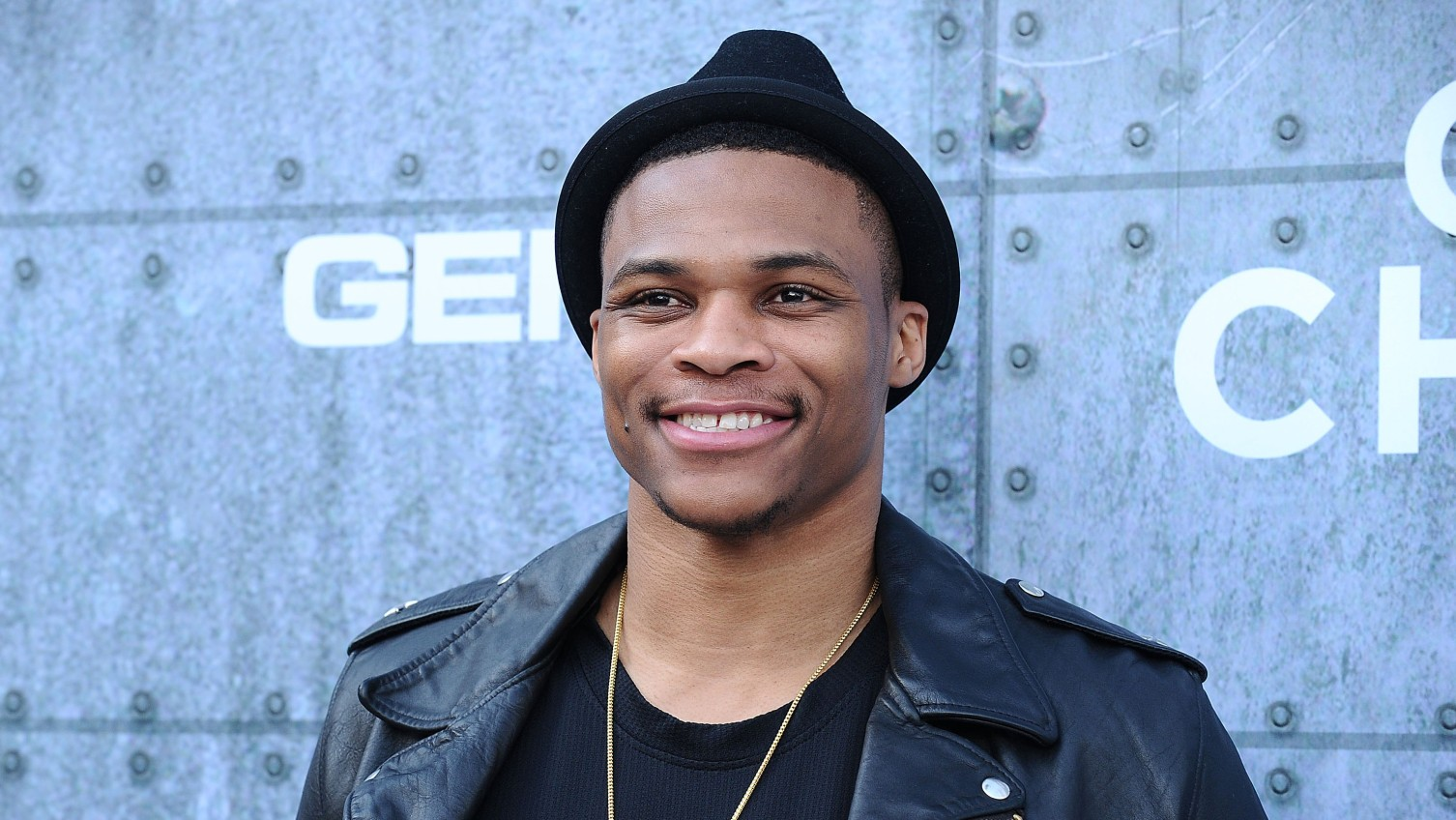 Watch Russell Westbrook rock out at a Taylor Swift concert