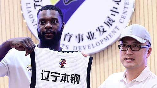 Watch Lance Stephenson get into flopping battle in China