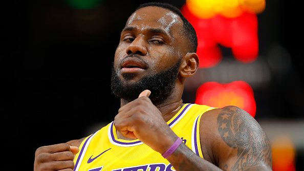 Snubbed by fake pass, LeBron James feigns blocking Lakers teammate Rajon Rondo's shot (video)