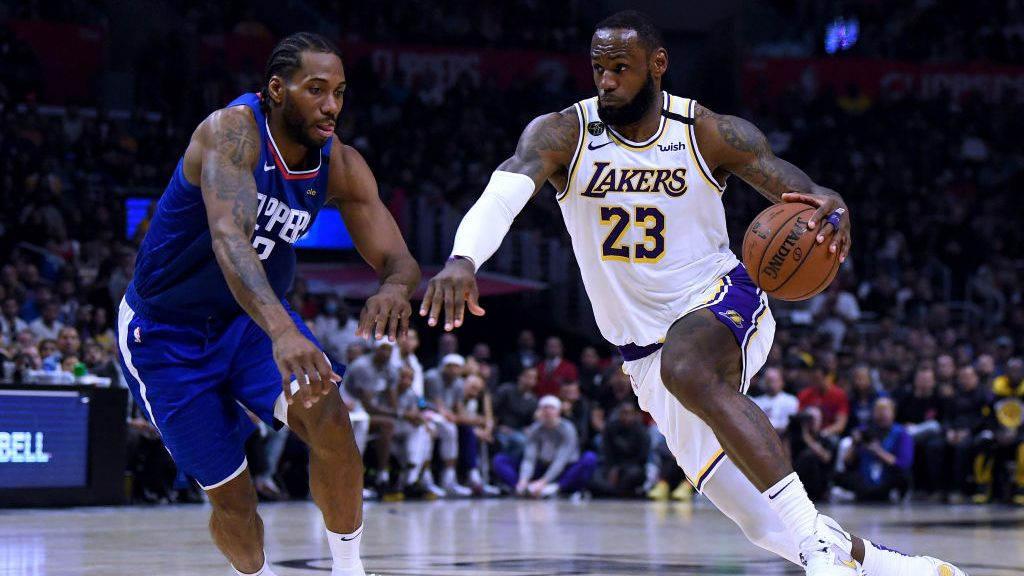 Lakers star LeBron James and Clippers star Kawhi Leonard play in NBA game