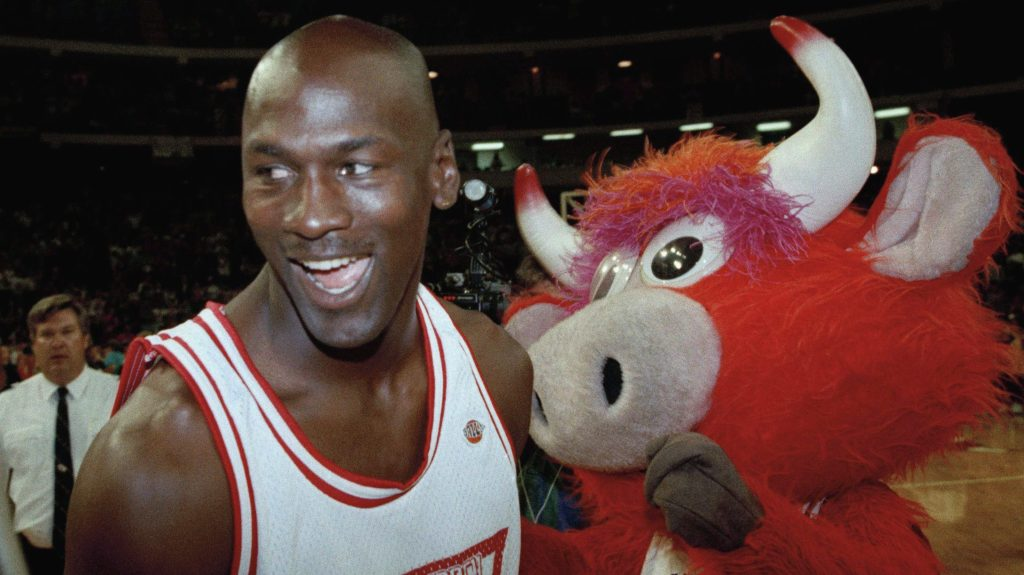 Michael Jordan and Bulls masct