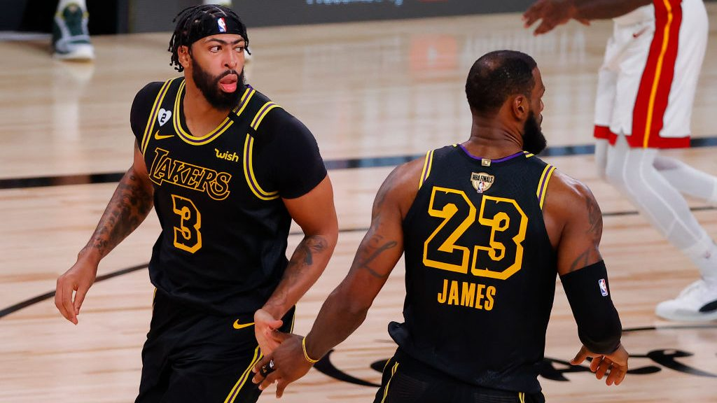 Lakers stars Anthony Davis and LeBron James in Game 2 of NBA Finals vs. Heat