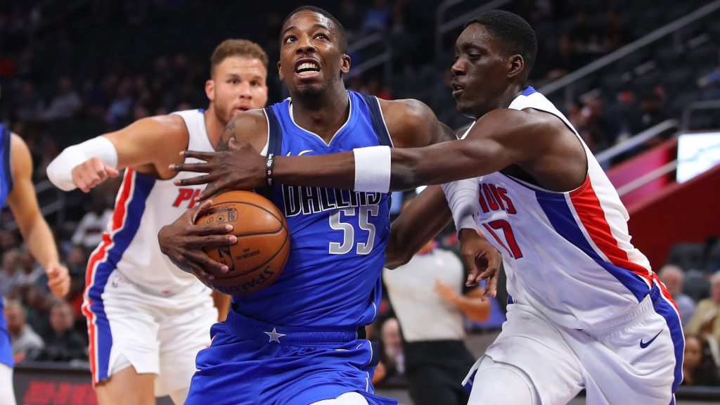 Mavericks guard Delon Wright vs. Pistons