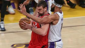 Raptors center Marc Gasol and Lakers center JaVale McGee