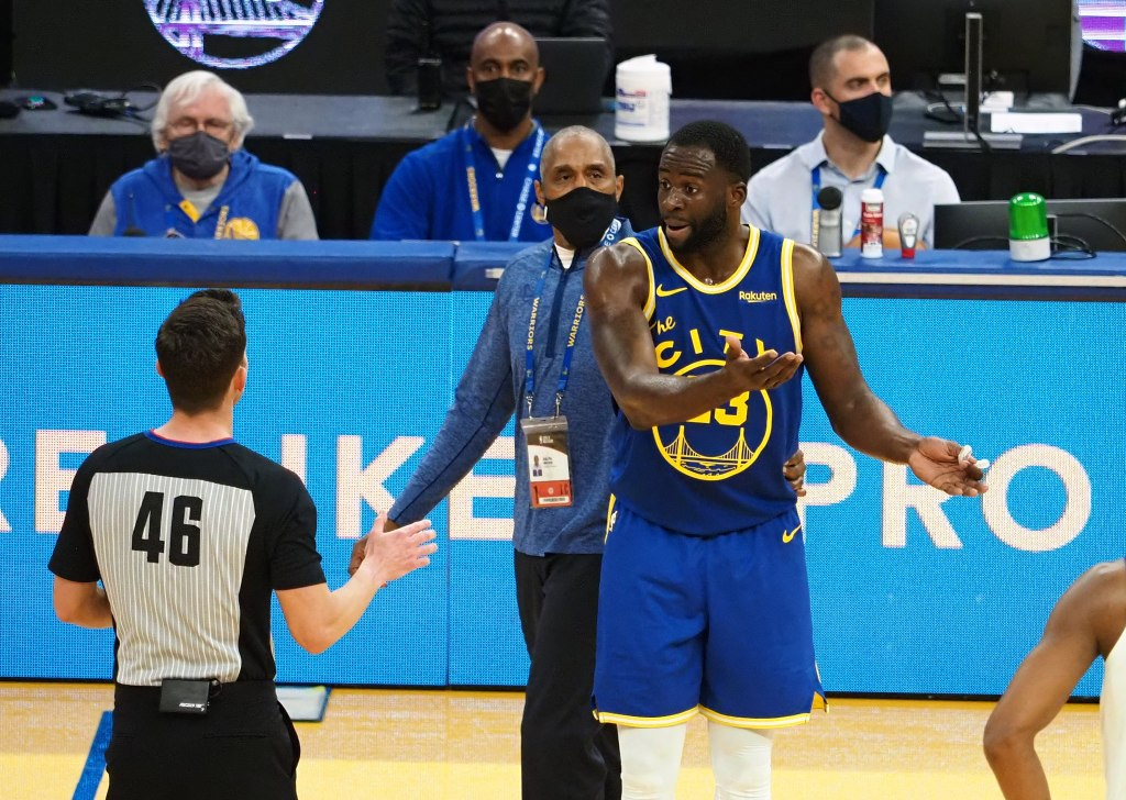 """Draymond Green ejected, referee later admitted it was """"mistake"""" to Kerr"""