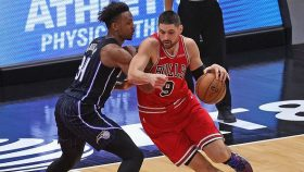 Bulls center Nikola Vucevic and Magic big Wendell Carter Jr.