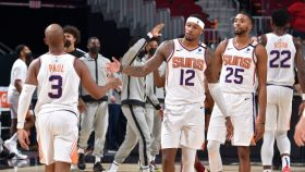 Phoenix Suns v Cleveland Cavaliers