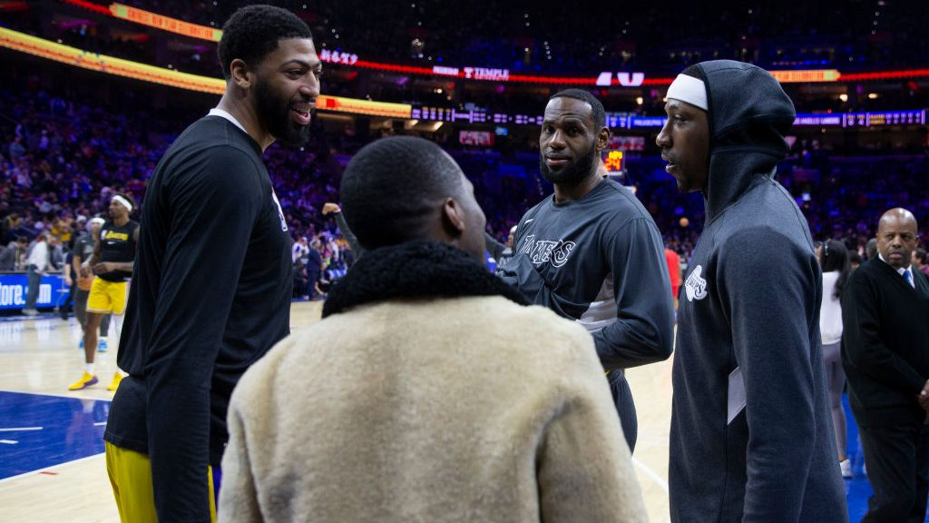 Agent Rich Paul talks to Lakers Anthony Davis, LeBron James and Kentavious Caldwell-Pope