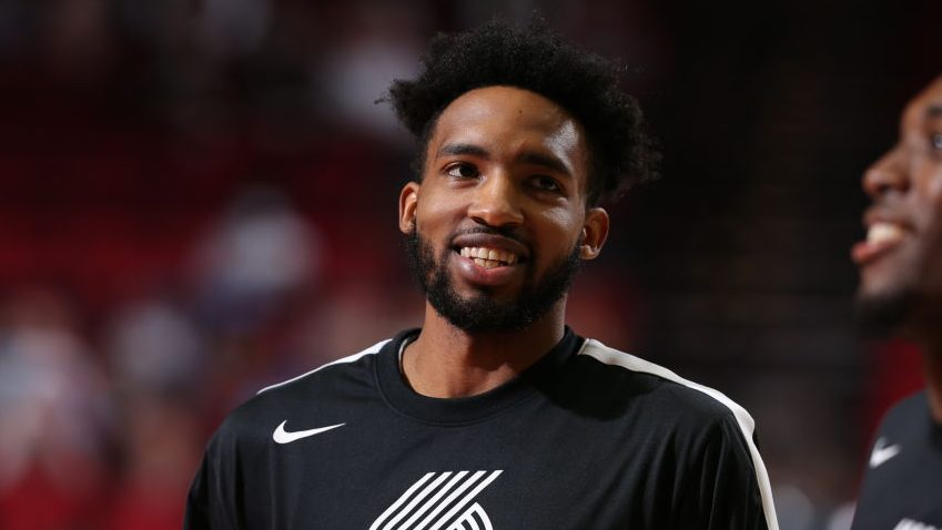 Derrick Jones Jr. reportedly picks up $9.7 million option to stay with Blazers