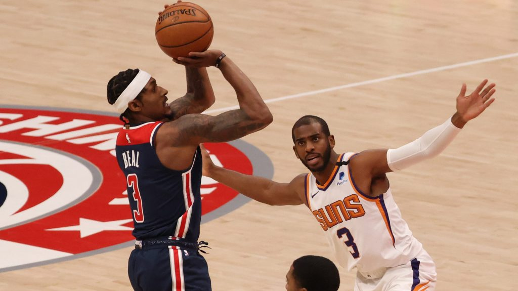 Bradley Beal and Chris Paul in Suns-Wizards