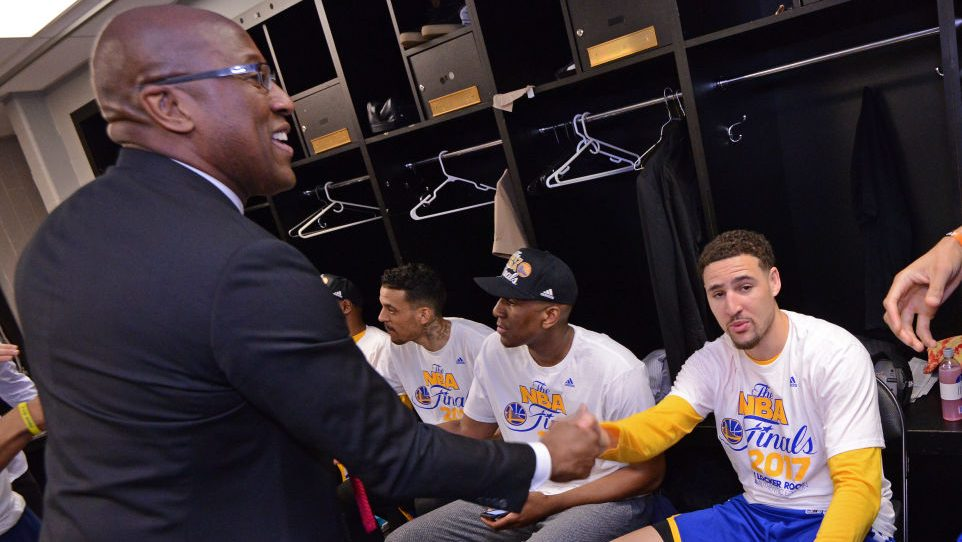 Warriors assistant coach Mike Brown and Klay Thompson