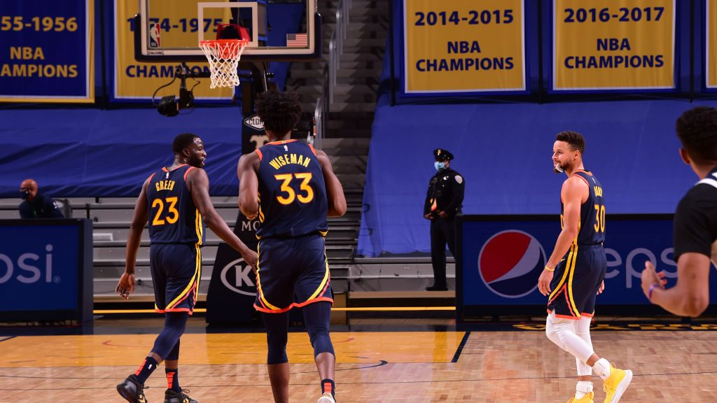 Draymond Green, Stephen Curry and James Wiseman with Warriors