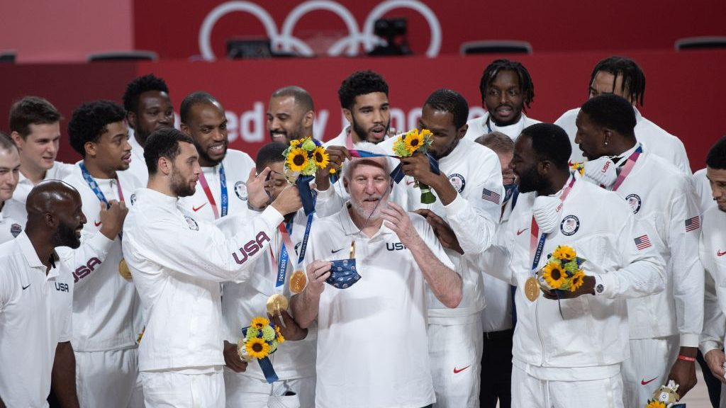 Spurs coach Gregg Popovich with Team USA at gold-medal ceremony at Tokyo Olympics